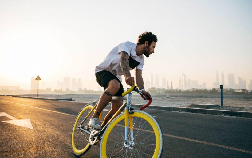 fietser zonsondergang